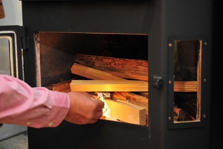 薪ストーブ 焚き付け 着火