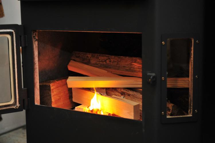 薪ストーブ 焚き付け 着火2