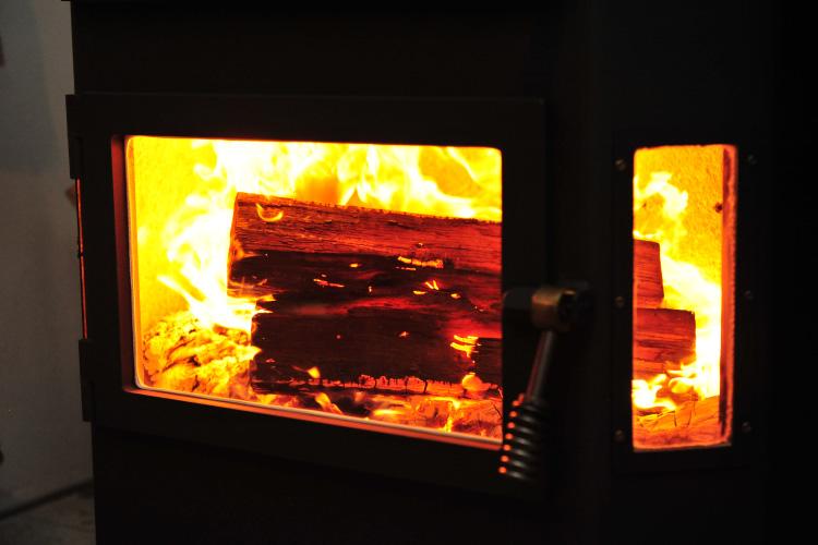 薪ストーブ 熾火 薪の投入6